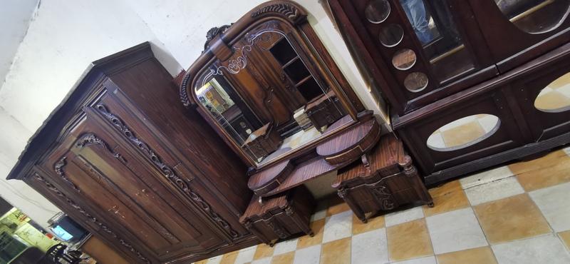 غرفة نوم مستعمله ، دولاب 6 درفه مقاس 3 متر ، سرير مقاس 170 سم ، 2 كمود ، و تسريحة بالبرواز و شيفونيره