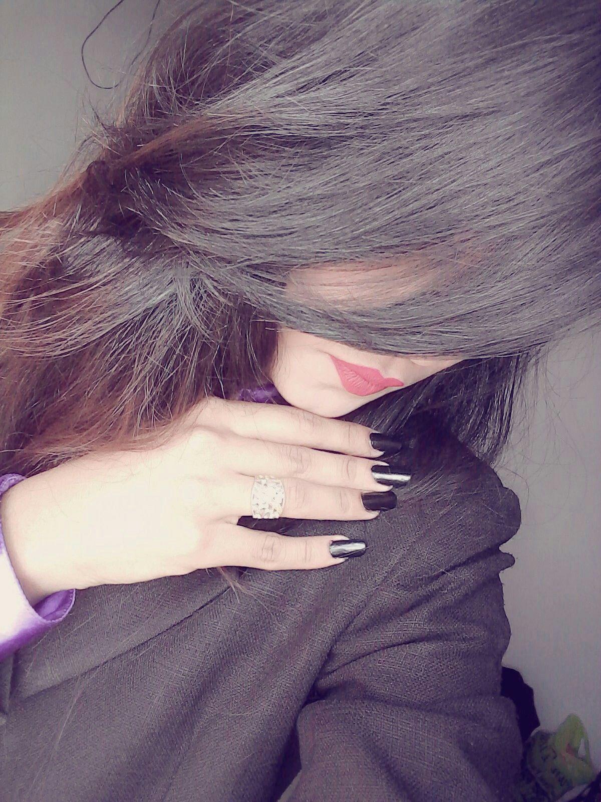 GIRL HIDE FACE FB DP