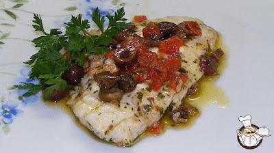 Filetti di orata con olive e pomodorini.