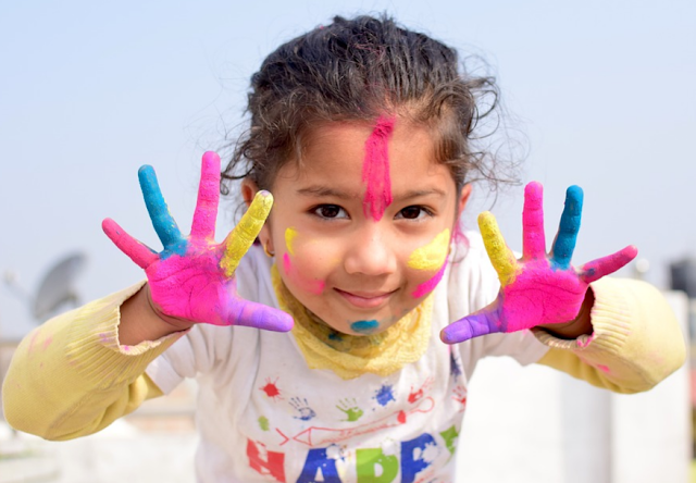 5 Keuntungan Ketika Membiarkan Anak Bebas Berekspresi