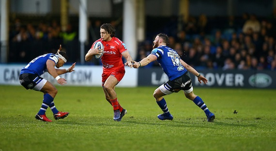 James O'Connor of the Sale Sharks runs at Bath Rugby defenders