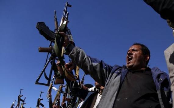 صراعات متفرقة و عشوائية في ميناء الحديدة بعد سريان اتفاق وقف إطلاق النار في اليمن.