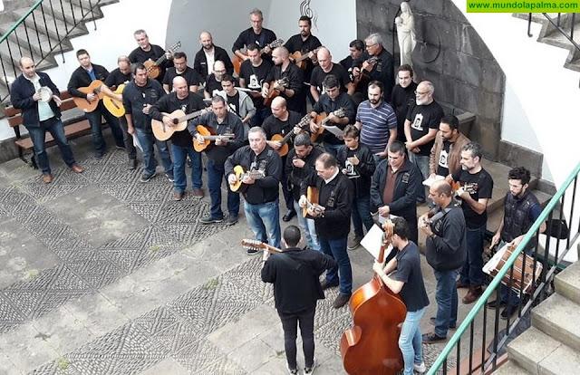 Los Divinos de San Francisco hacen entrega de lo recaudado en la venta de su último disco a AFA La Palma y a Niños Especiales