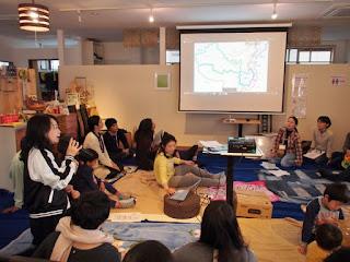 写真:会の様子。Photo from the meeting.