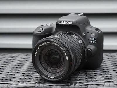 كاميرا Canon 200 D