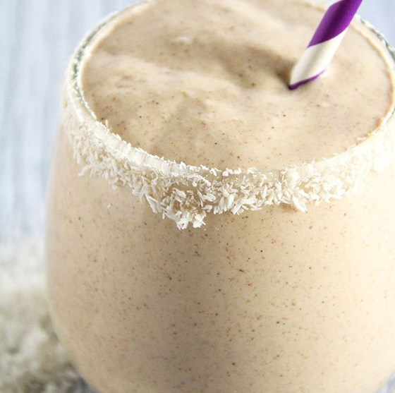 COCONUT, VANILLA & ALMOND BUTTER SMOOTHIE #drink #sweet