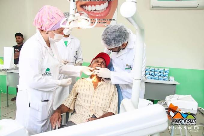 Em Mata Roma, prefeitura distribuí próteses dentárias para a população