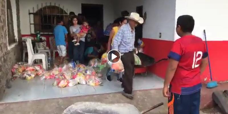 Video: Bodega de PAN-PRD con 5 mil despensas, saqueada en Nayarit.