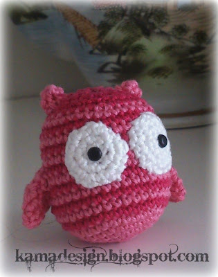 Crocheted amigirumi owl kamadesign