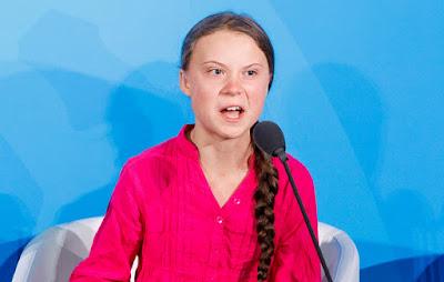 Descrição da imagem #PraCegoVer: A ambientalista autista Greta Thunberg, ao discursar perante a ONU em 2019, faz expressão facial de indignação, o que a fez ser muito malvista e insultada por capacitistas na época. Fim da descrição.