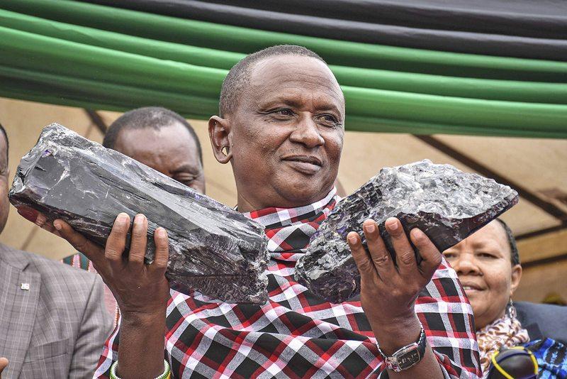 Minero africano se hace millonario al encontrar dos piedras de tanzanita