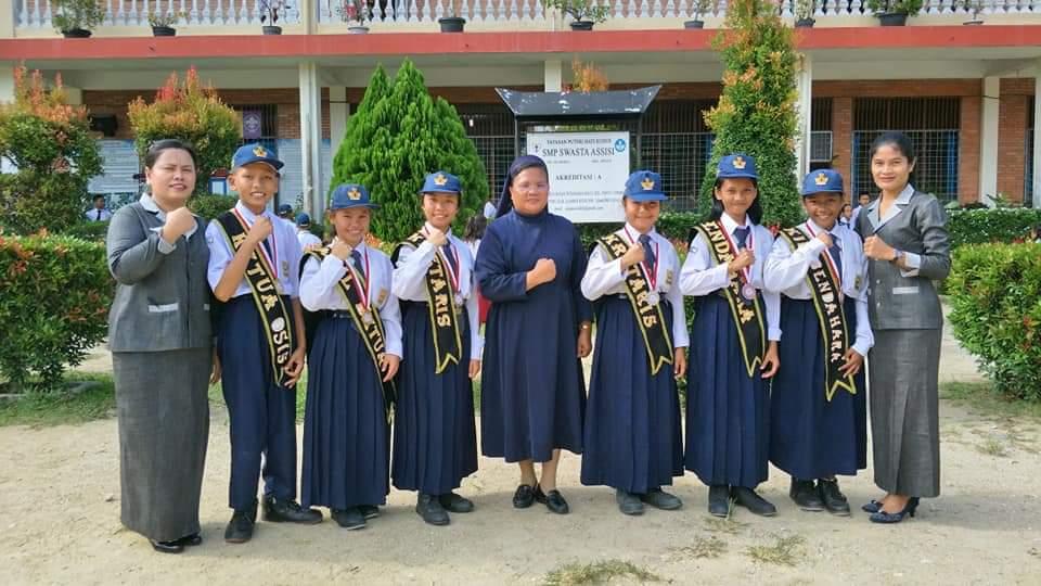 Kepsek SMP Swasta Assisi Kota Batak Kampar Riau Lantik Pengurus OSIS Periode 2019-2020