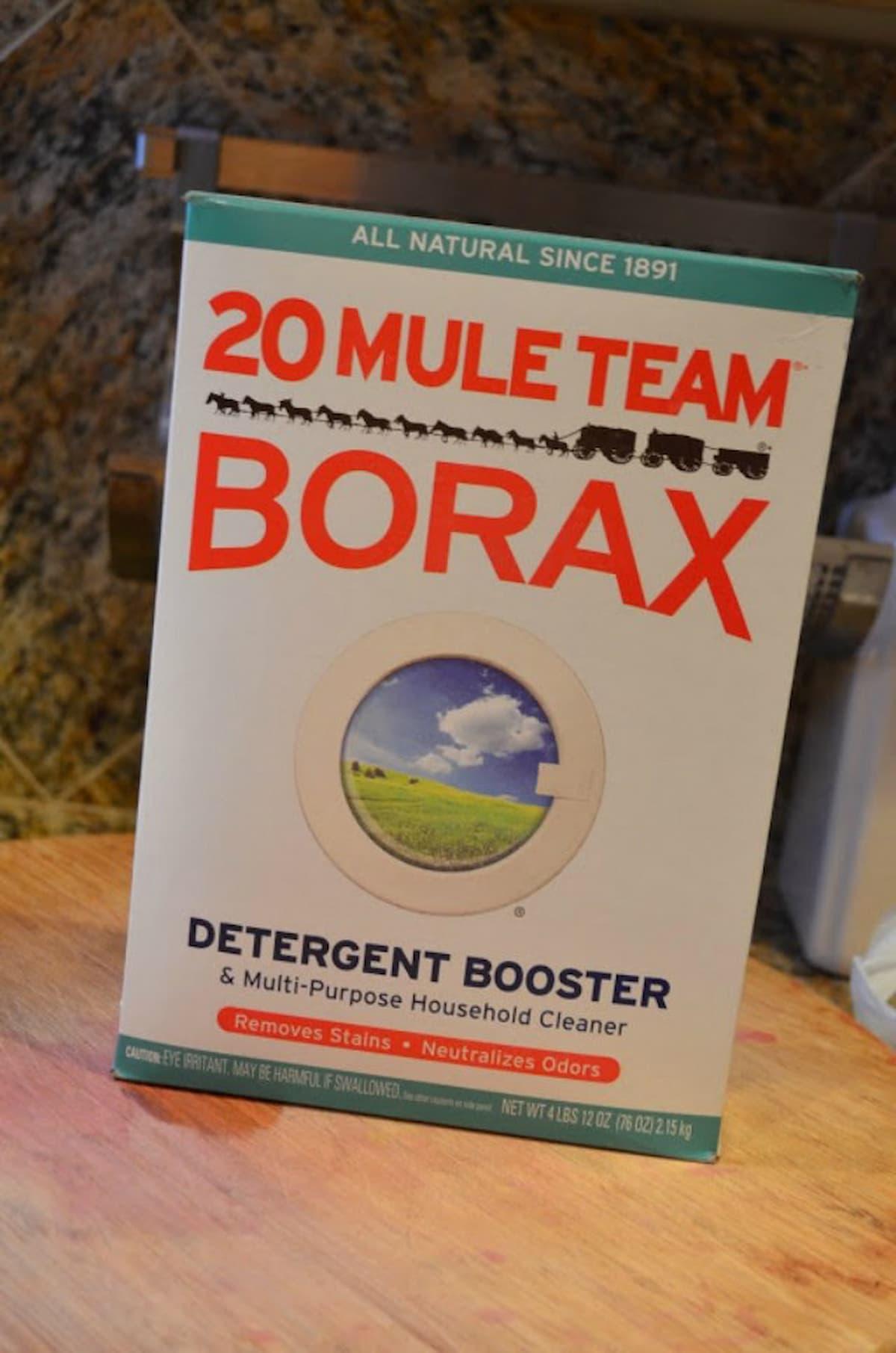 A box of Borax 20 Mule Team.