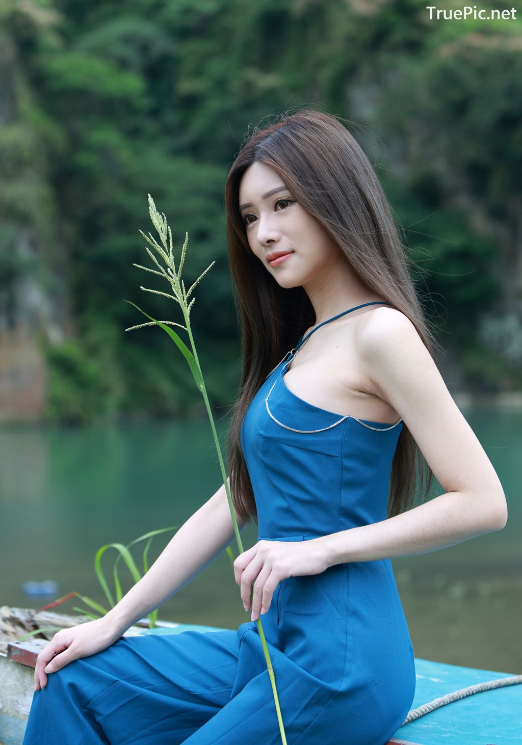 Thailand Girl Freya Khunanya Hot Picture and Photo - Page
