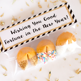 http://www.happinessishomemade.net/glitter-dipped-fortune-cookie-party-favors/