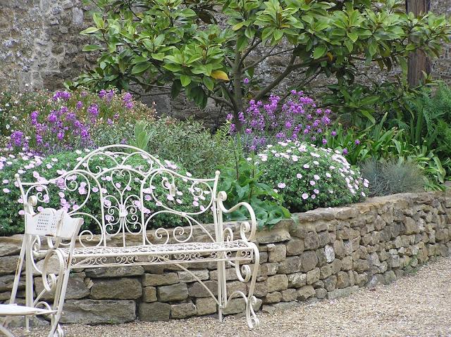 metalowa romantyczna ławka