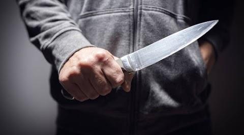 Késsel kergette haragosát az egri kórház előtt egy 42 éves férfi