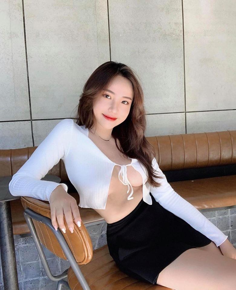 Hot girl Instagram Việt 19 tuổi chỉ mặc gợi cảm khi chụp hình