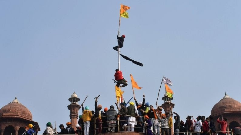लाल किले पर प्रदर्शनकारियों के झंडा फहराने का मामला सुप्रीम कोर्ट पहुंचा