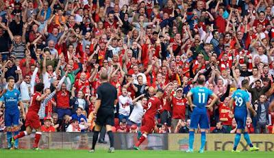 Ngoại hạng Anh bất chấp nguy hiểm, đưa khán giả vào sân kiếm tiền? 2
