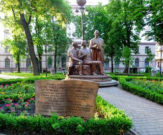 Ивано-Франковск. Памятник Маркияну Шашкевичу, Ивану Вагилевичу и Якову Головацкому