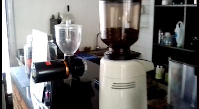 protelon cafe, cafe di jl mendut malang, protelon cafe jl mendut selatan 7 malang, protelon, cafe di malang, cafe murah di malang, cafe nyaman di malang, cafe aman di malang, espresso, arabica, ayo dolen rek, jejak alam