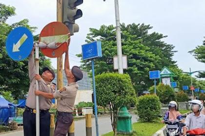 That Geusôh Min Dih! Supoe Kutang BH Meulhat Bak Rambu Simpang Lampu Mirah