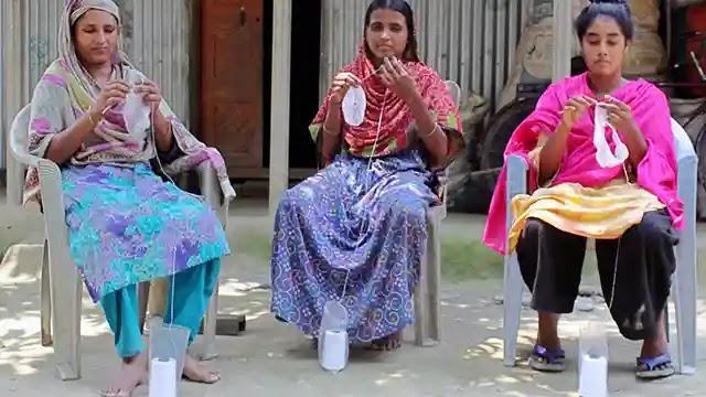 ধুনটে করোনায় ফিকে টুপির কারিগরদের ঈদ আনন্দ