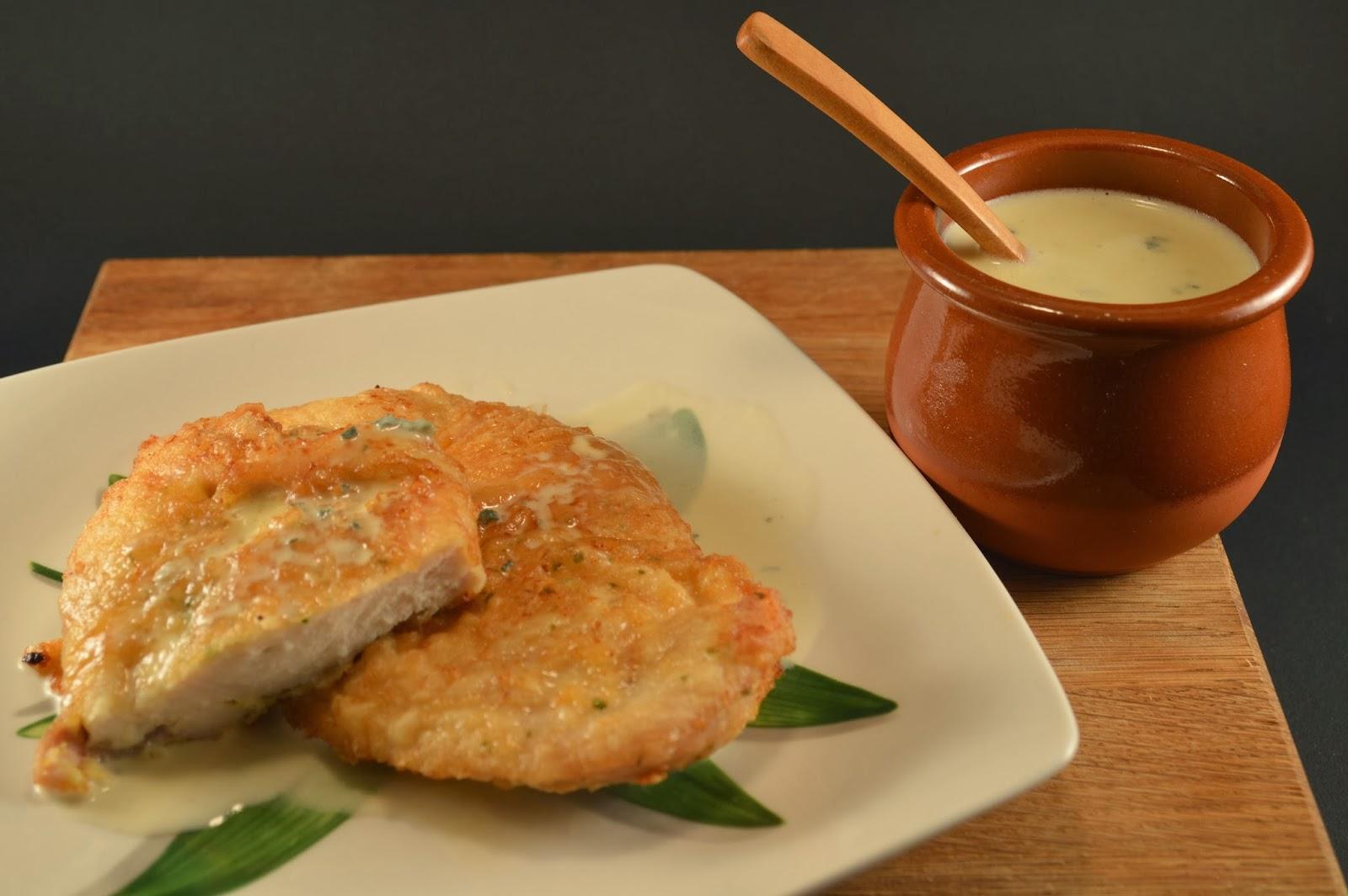Pechugas de pollo en salsa de queso azul