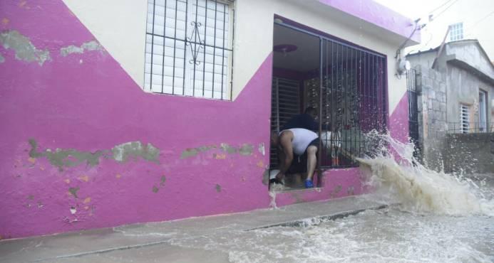 Unas 40 casas inundadas por desbordamiento de cañada en Los Salados