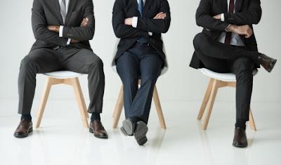 Kebiasaan Menyilang Kaki Saat Bekerja