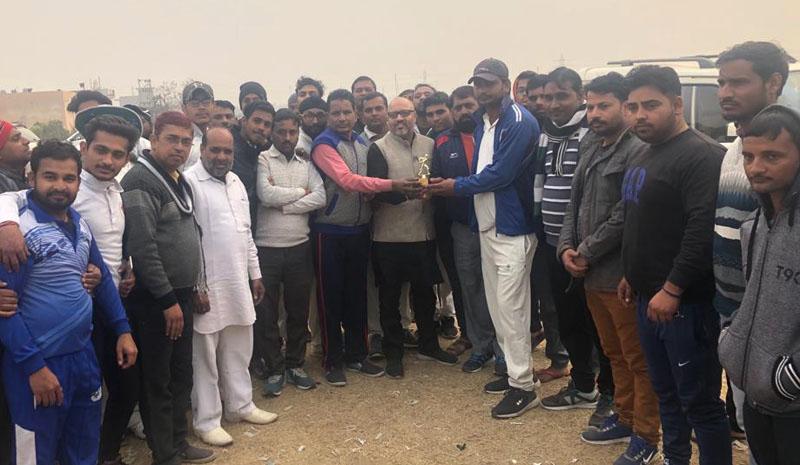 पूर्व मंत्री स्व0 पंडित शिवचरण लाल शर्मा मैमोरियल : सीनियर क्रिकेट क्लब संजय कॉलोनी में 8 रन से जीत हासिल की
