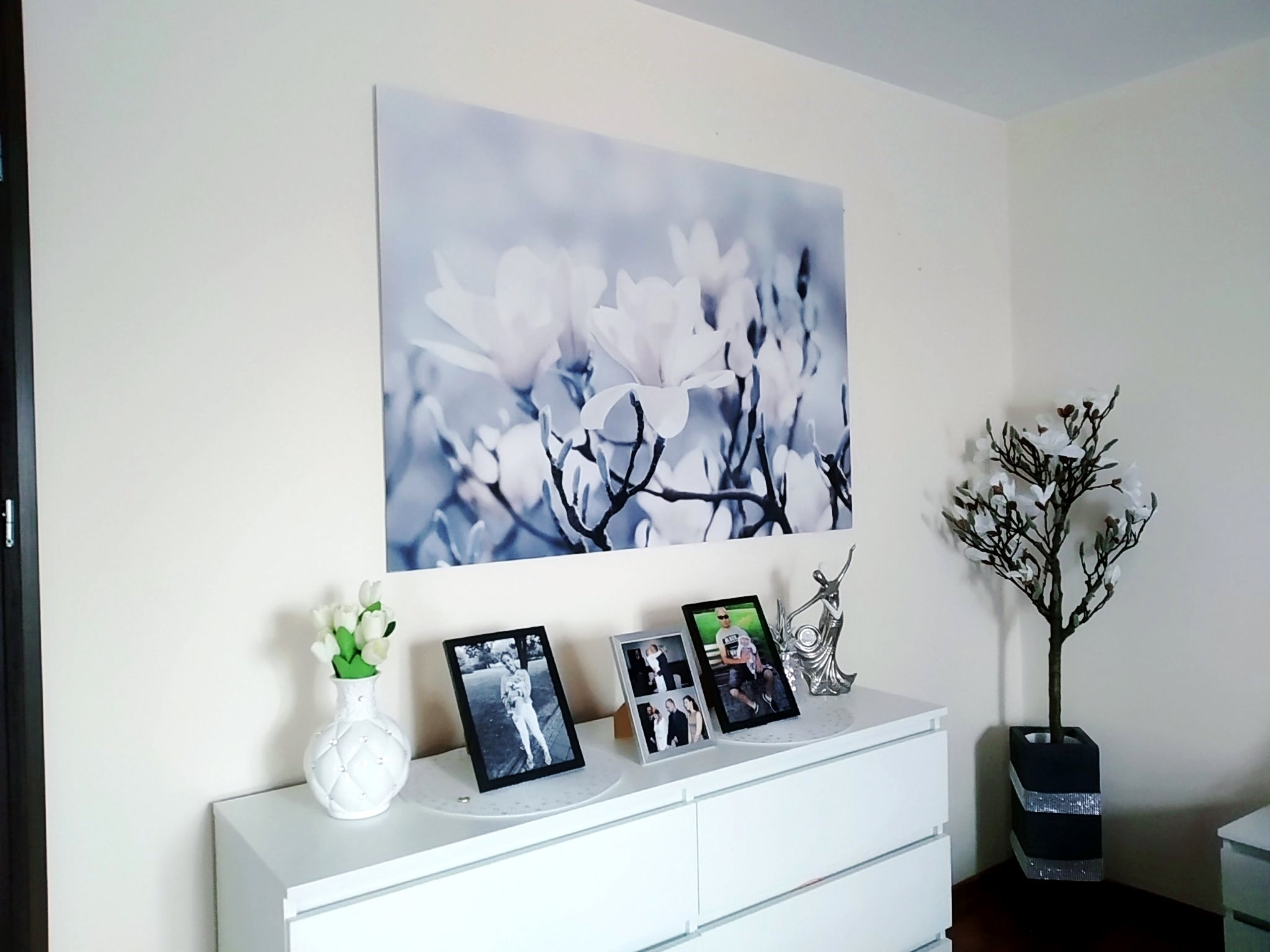 Jej Wysokość Magnolia ze sklepu www.posterlounge.pl ... i w naszym domu czuć już wiosnę!  + kod rabatowy