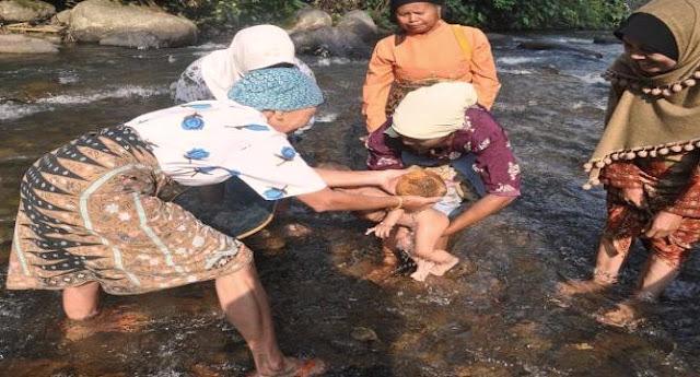 Tradisi Turun Mandi Bayi di Minangkabau