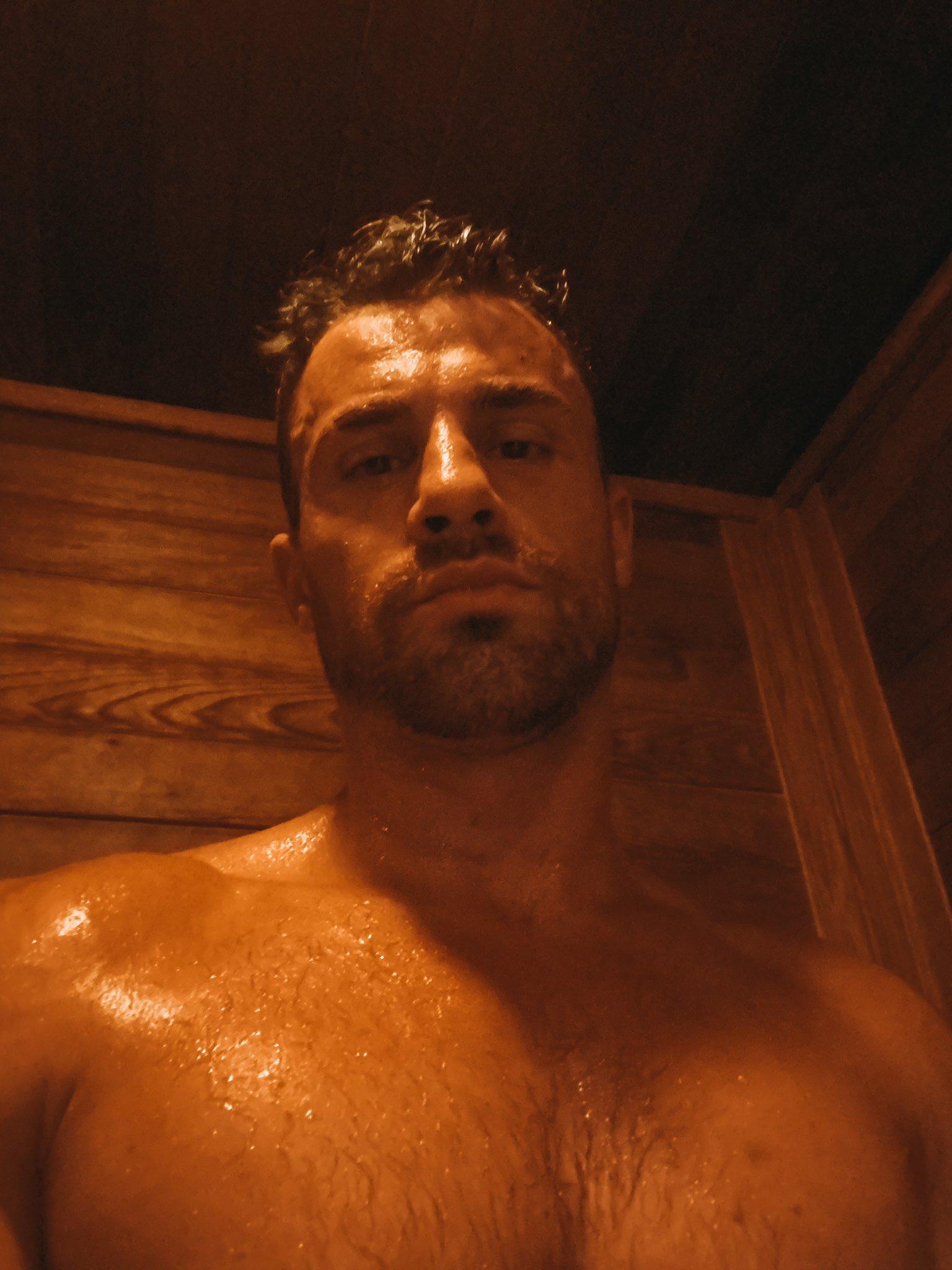 macho buscando sexo en el sauna
