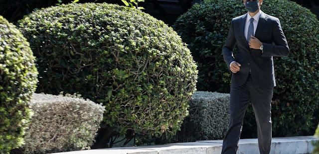 Κορωνοϊός / Σε διασωλήνωση το κυβερνητικό «success story»