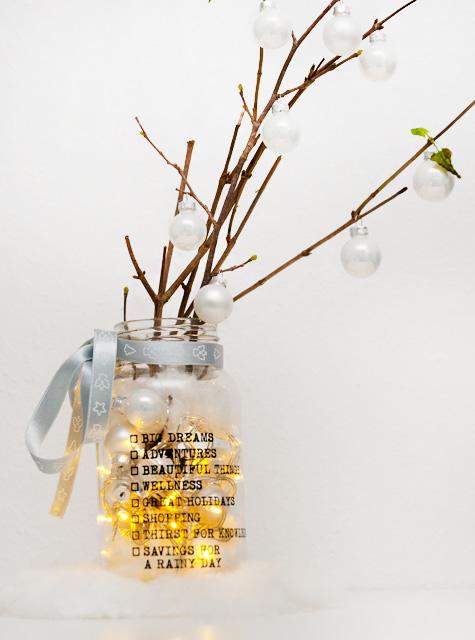 DIY Weihnachtsdeko im Glas mit Lichtekette