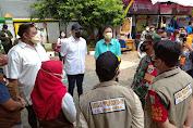 Danramil 02/TB Hadiri Bhakti Sosial, Pemberian Paket Sembako Yang di Prakarsai Oleh Artis Ivan Gunawan