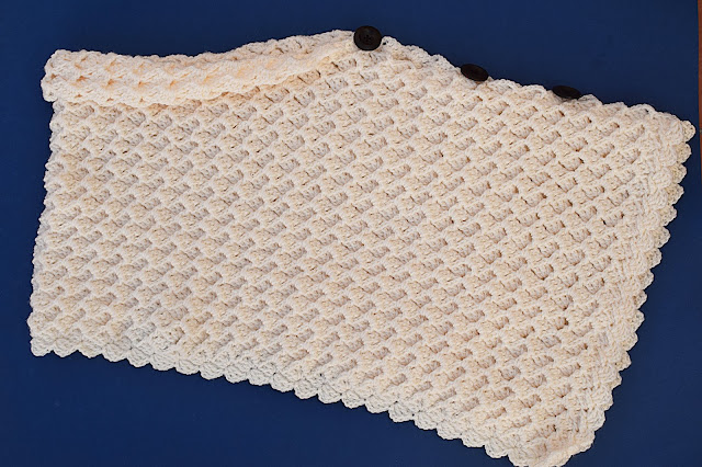 2 - Crochet Imagen Poncho asimétrico a crochet y ganchillo por Majovel Crochet.