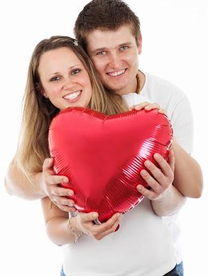 Es gibt Tausende von Singles, die jeden Tag an kostenlosen Dating-Diensten teilnehmen. Diese Dating-Seiten sind Einzelpersonen, um ihre Partner zu suchen. Weil Singles die Worte verbreiteten, als sie ihre Partner online fanden. Also erzählen sie ihren Freunden, Verwandten und Hochschulen, wie einfach und bequem ein kostenloser Dating-Service ist. Wenn es für sie funktioniert, funktioniert es auch für andere Menschen. Tatsächlich haben viele Einzelpersonen ihre kompatiblen Partner online gefunden. Ohne Kosten von Ihnen können Sie leicht ein Datum finden. Es ist einfach, Ihren Seelenverwandten online aus dieser modernen Welt zu finden. Sie haben vor zehn Jahren nichts über Online-Dating-Dienste gewusst. Aber Online-Dating-Seiten waren heute sehr beliebt. Viele dieser Dienste bieten völlig kostenloses Dating an, sodass Mitglieder die Möglichkeit haben, ihre Traumkameraden kostenlos zu finden.    Auf der Suche nach Liebe und Romantik ohne Kosten, jeder Körper liebt es. Aber wie findest du einen Termin online? Ist es einfach? Was ist ein Online-Datum? Um ein Datum online zu finden, müssen Sie bei diesen kostenlosen Online-Dating-Diensten eine persönliche Anzeige erstellen. Ihre persönliche Anzeige sollte einige Informationen über Sie enthalten und wen Sie suchen. Andere Einzelpersonen tun dasselbe, indem sie ihre persönlichen Anzeigen erstellen. Sowohl Sie als auch die anderen können miteinander suchen und die Nachricht senden, wenn sie Ihr Profil mögen. Ein Online-Datum ist fast dasselbe wie andere Daten. Der einzige Unterschied besteht darin, dass Sie diesen Dater zuerst online treffen, anstatt in den Bars oder Nachtclubs. Online-Datener unterhalten sich zuerst miteinander, bevor sie sich persönlich treffen.