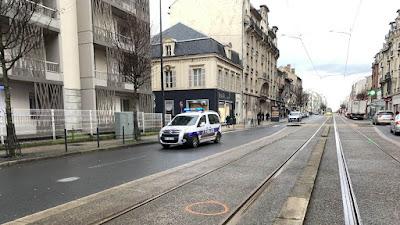 La collision mortelle a eu lieu à l'angle de la rue Hourlier et de l'avenue de Laon à Reims.