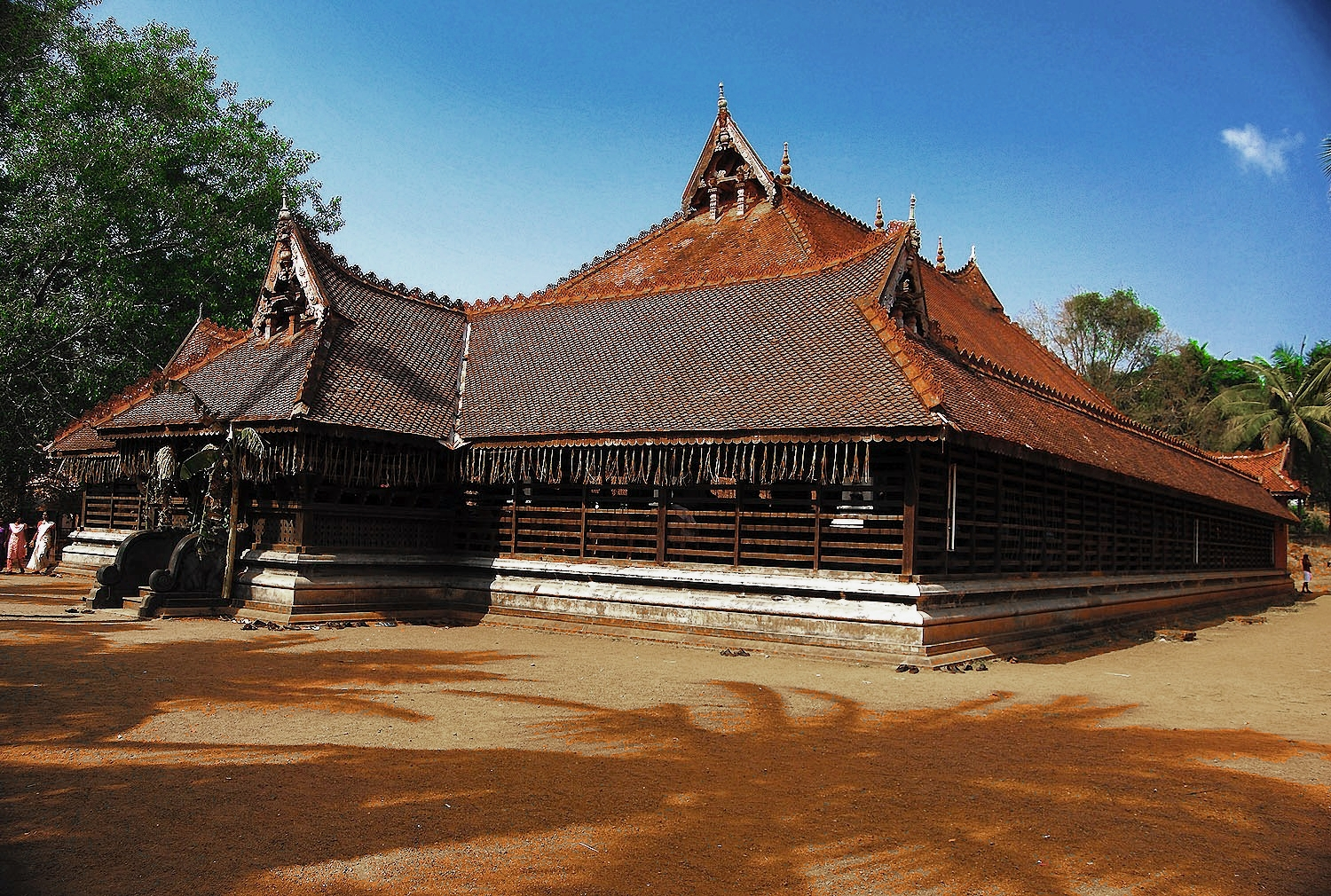 Spectacular koothambalam temple theater of kerala for The space scape architects thrissur kerala