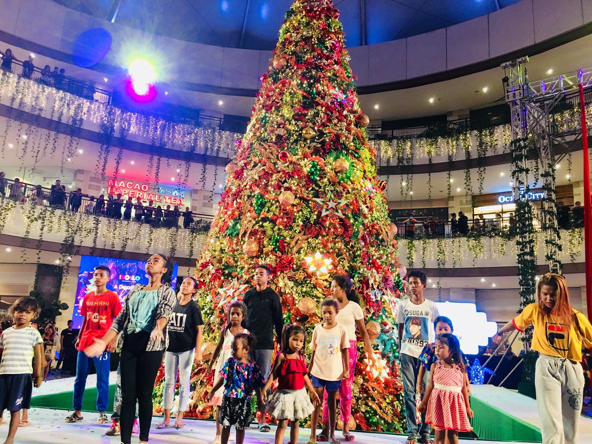 Festive Walk Mall Megaworld