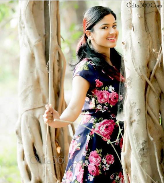 Niharika Dash Hot Odia Actress Real life Photos,Images,Walls