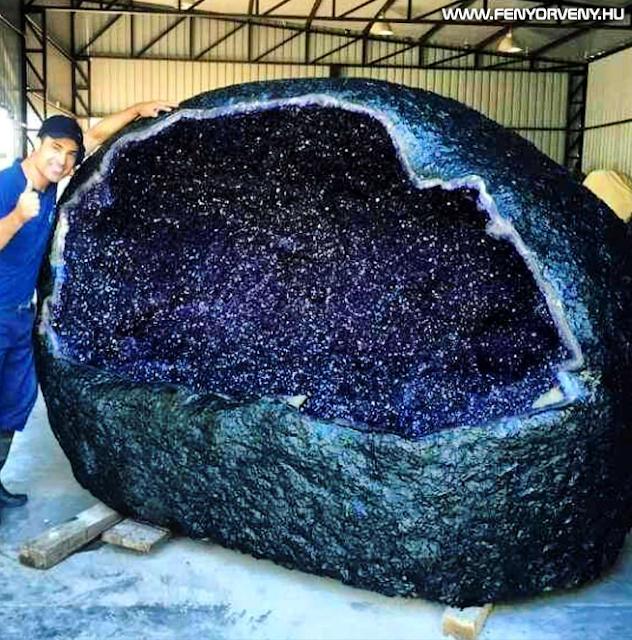 Kristályvarázs: 6350 kg-os ametiszt geóda Uruguayból