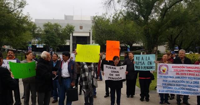 Jubilados  y pensionados protestan en el ISSSTE ¡