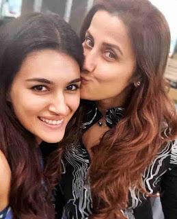 Kriti Sanon With Yasmin Karachiwala