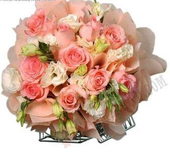 62 Gambar Orang Mencium Bunga Mawar Paling Bagus