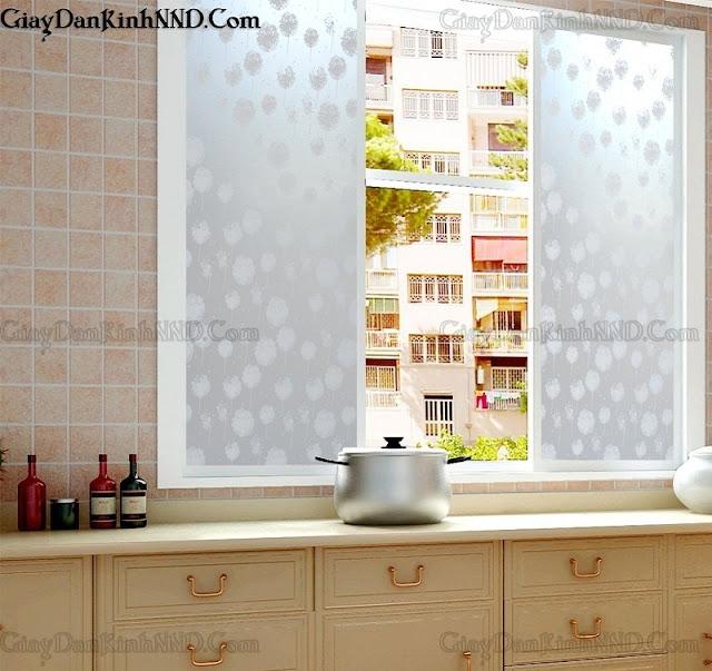 Dán kính trang trí cửa sổ