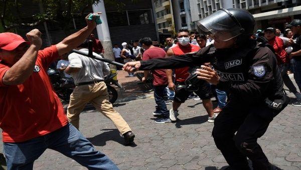 En los próximos días, la Conaie emitirá un informe completo con los nombres de todas las víctimas que ha dejado la brutal represión contra las protestas.   Foto: Reuters